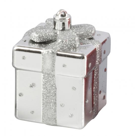 Zilveren kerstbal in cadeau vorm 9 cm