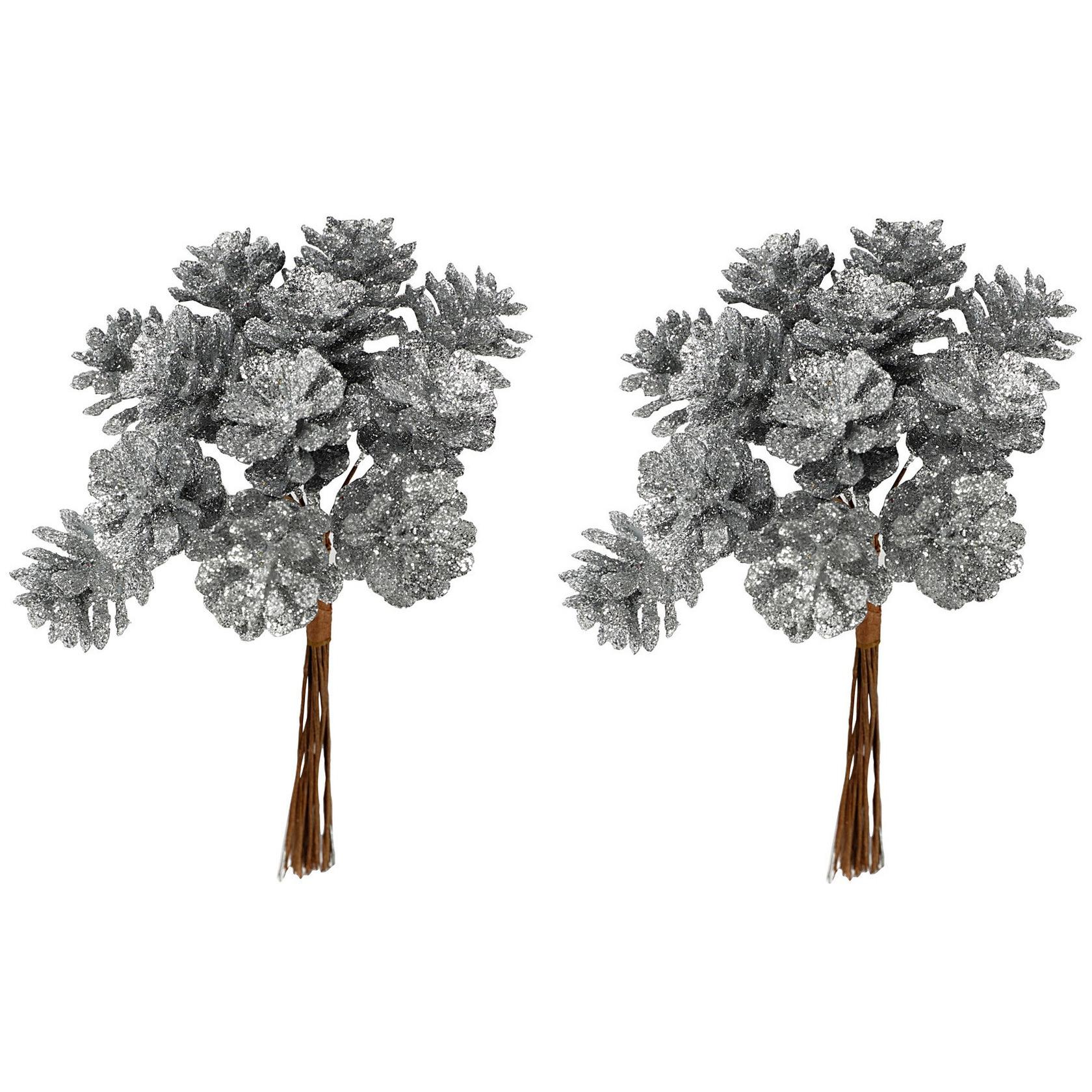 2x Kerststukje instekers bosje van 12 zilveren dennenappels op draad